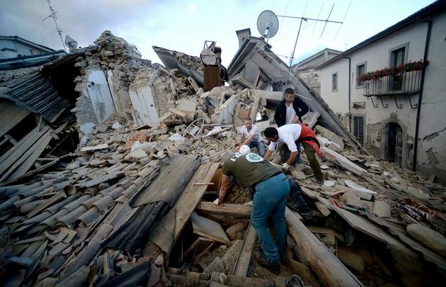 Asciende a 281 el número de muertos por temblor en Italia