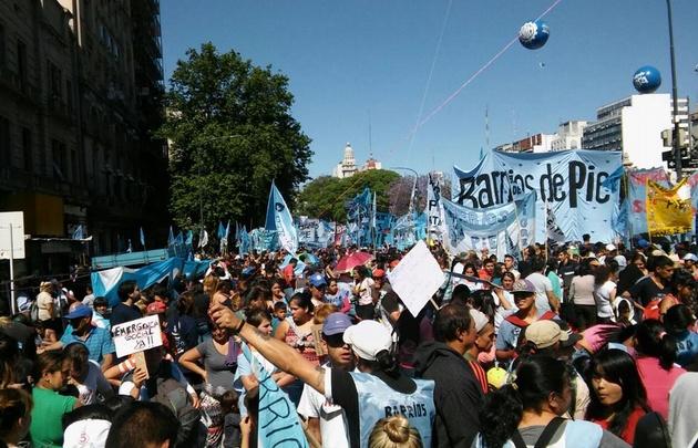¿Por qué los argentinos exigen una Ley de Emergencia Social?
