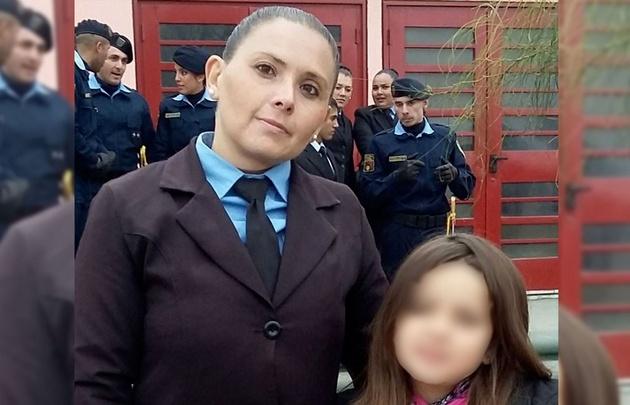 Masacran de un palazo en la cabeza a mujer policía