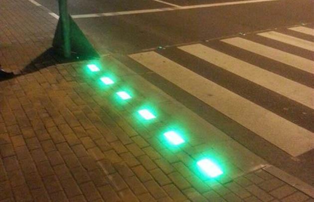 Señalamiento lumínico: instalarán en Rosario el primer semáforo para adictos al celular