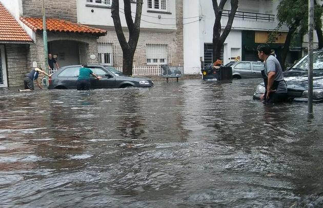 Videos: por el temporal, Mar del Plata está bajo el agua