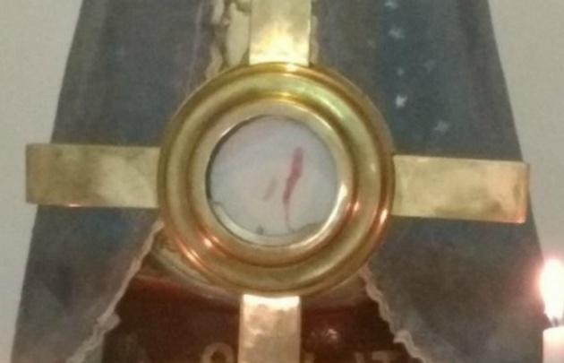 Conmoción: ¿Una hostia sudó sangre en una capilla de Rafaela?