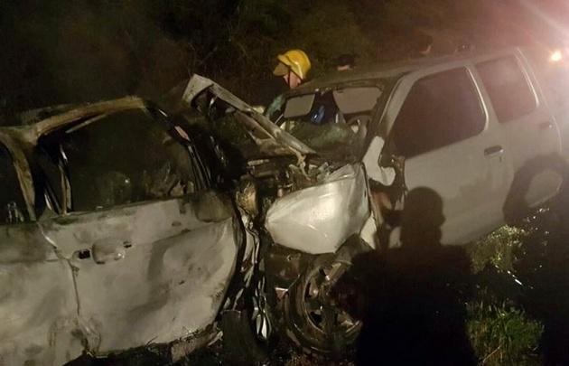 Tres muertos en un choque entre un auto y una camioneta