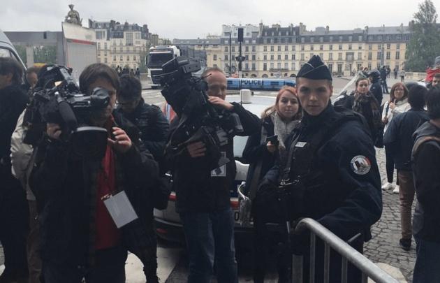Reabre la Explanada del Louvre tras su evacuación temporal
