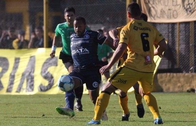 Flandria goleó a Independiente Rivadavia y salió de la zona de descenso