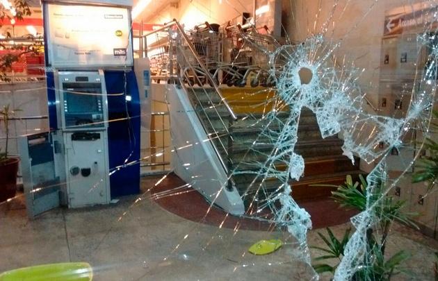 Intentan robar un cajero automático en Caballito y huyen tirando clavos miguelito