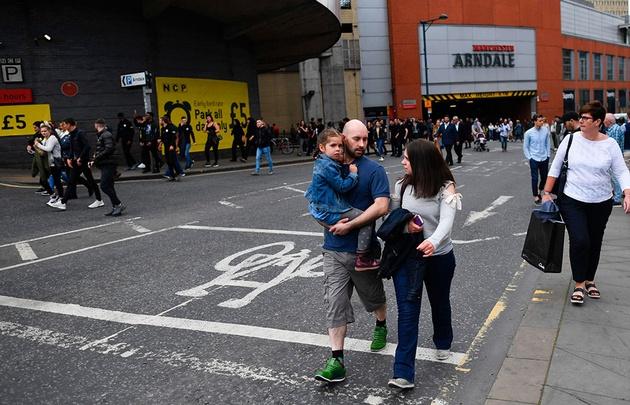 La policía muestra una foto del perpetrador del ataque en Manchester