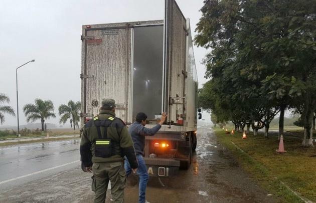Secuestraron dos camiones con más de $9 millones en mercadería ilegal