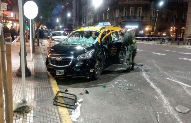 Callao y Rivadavia cortadas por un choque múltiple y vuelco