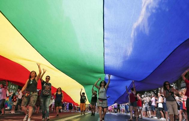 Miles de personas marchan en Madrid por el Orgullo Gay [FOTOS — España