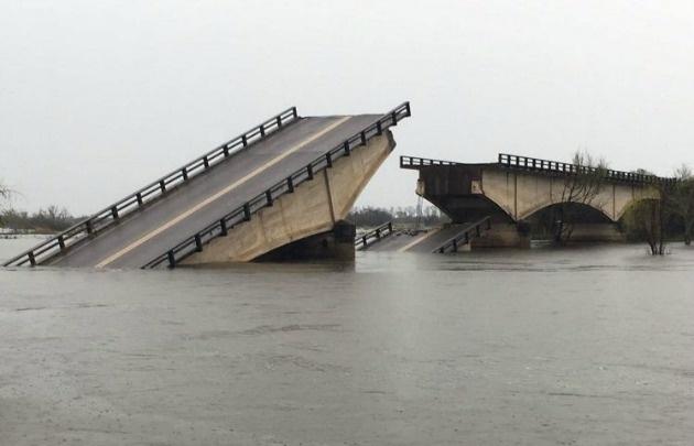 Tragedia en el arroyo Guazú: cayó camioneta y hay un hombre desaparecido