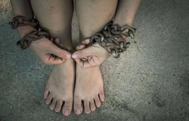 Un ex preso la secuestró y la esclavizó sexualmente