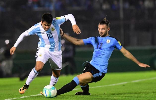 Messi sorprendió a todos en la llegada de la selección a Uruguay