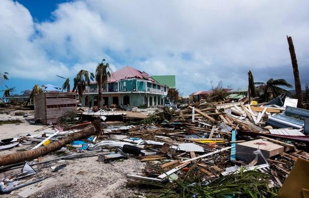 Huracán Irma se degrada a categoría 2 mientras azota Naples