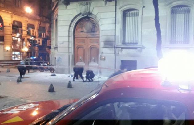 Arrojaron una bomba Molotov en la Legislatura porteña