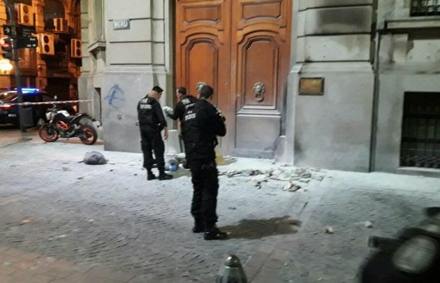 """Arrojaron una bomba Molotov en la Legislatura porteña"""""""