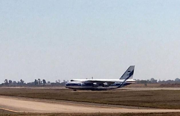 ¡Increíble! Mirá el aterrizaje de un avión Antonov, el monstruo del aire