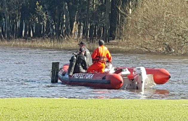 Navegaba en kayak, cayó al agua y es intensamente buscado