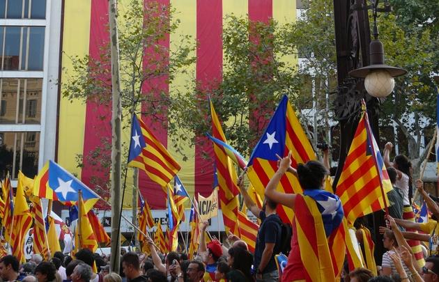 Cataluña prepara colegios electorales para referendo del 1-O