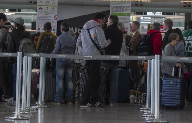 Caos en aeropuertos internacionales por caída del sistema de check in