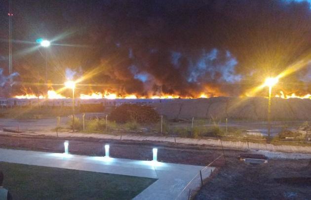 Voraz incendio en la línea de ferrocarriles Mitre (Videos)