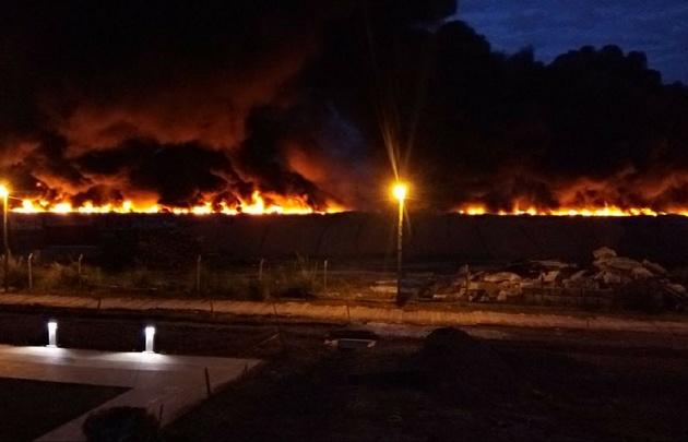 Voraz incendio de vagones de un tren abandonado del ferrocarril Mitre