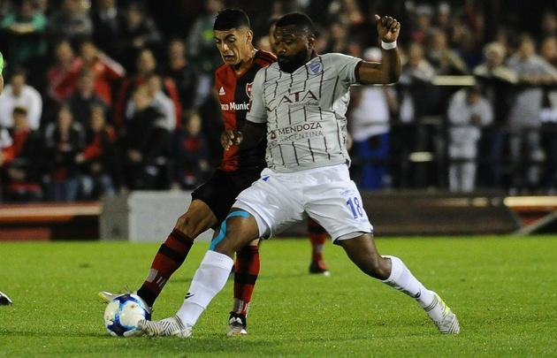 Newell's y Godoy Cruz igualaron sin goles en Rosario