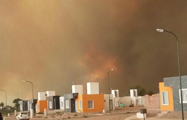 Impresionante incendio y vientos de hasta 100 km/h — San Luis