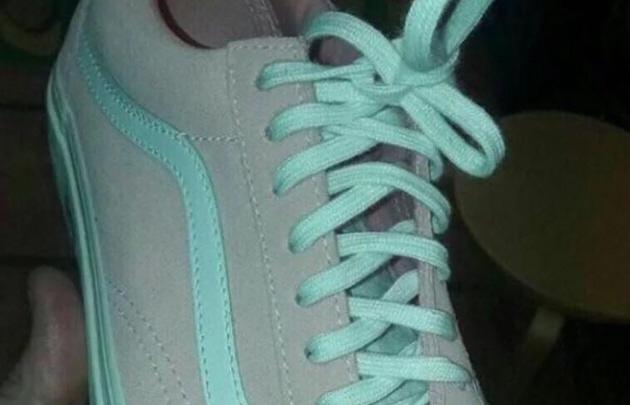Nuevo fenómeno viral: ¿Y tú de que color ves estos tenis?