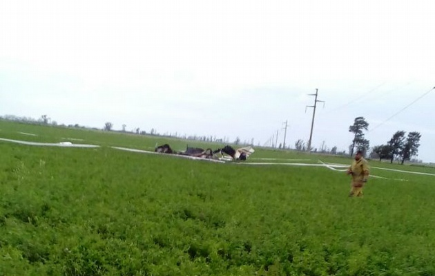 Una avioneta se estrelló contra una línea de alta tensión — Tacural
