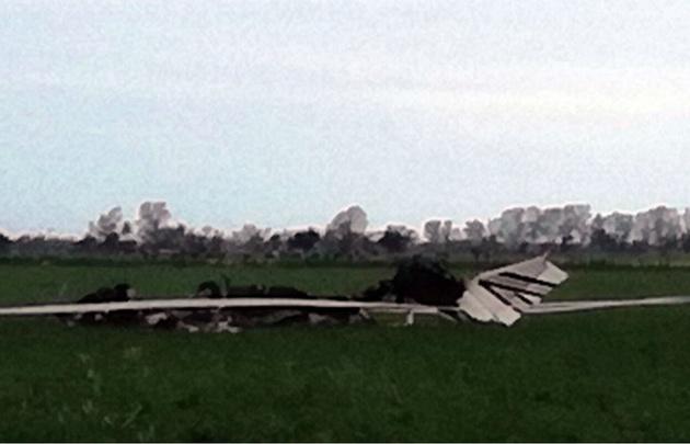 Tacural: una avioneta se estrelló contra una línea de alta tensión