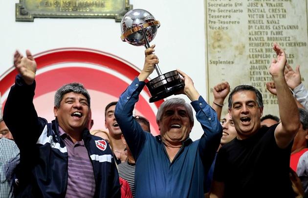 Ariel Holan podría dejar Independiente para dirigir a Atlético Nacional
