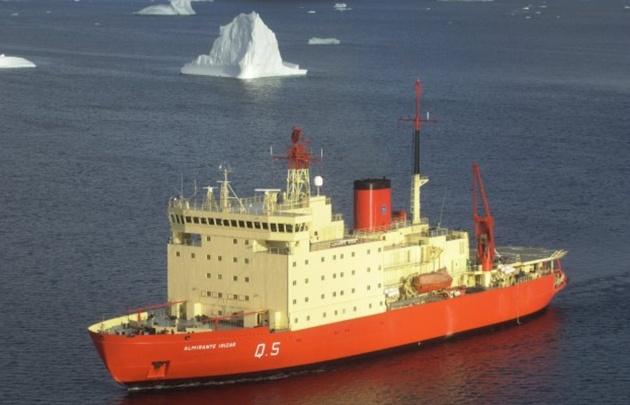 El rompehielos Irízar zarpa rumbo a la Antártida