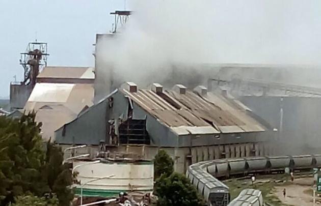 Fuerte explosión en cerealera deja al menos 17 heridos