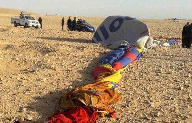Un muerto y 12 heridos tras estrellarse un globo aerostático en Egipto