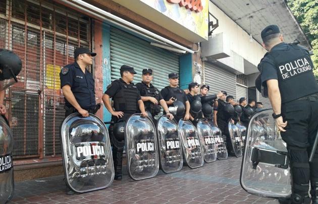 Desalojan a los puesteros de Liniers