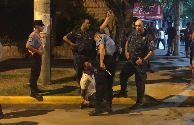 Un espectador hirió a facazos a dos policías en Jesús María