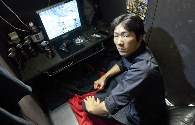Cuatro mil personas viven en los cibercafés de Tokio — Japón