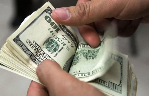 El dólar cayó 21 centavos y cerró a 20,02 pesos