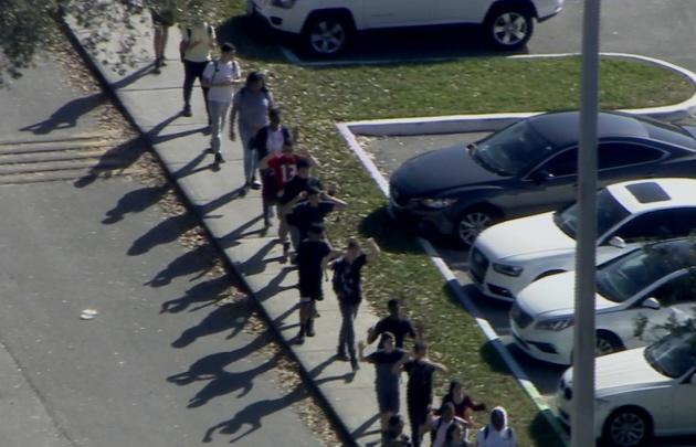 Video revela desde un salón cómo ocurrió el tiroteo en Florida