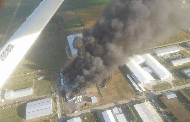 Importante incendio en una fábrica del Parque Industrial — Venado Tuerto