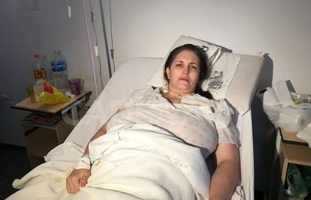 Balearon a una mujer ya su hijo en un asalto en Córdoba