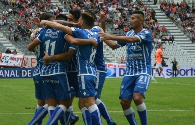 Godoy Cruz venció a Estudiantes en un duelo clave por las copas
